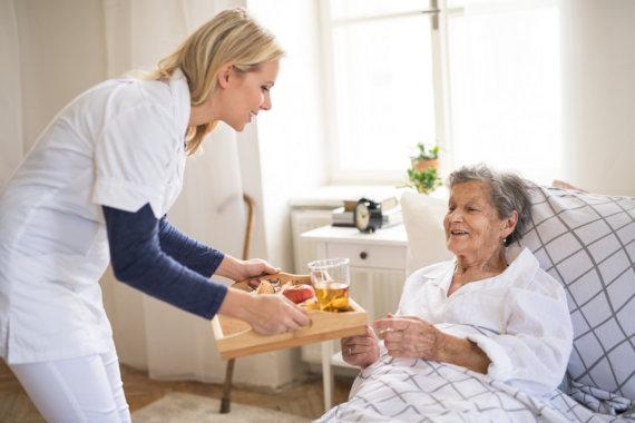 ensuring-a-balanced-diet-for-seniors